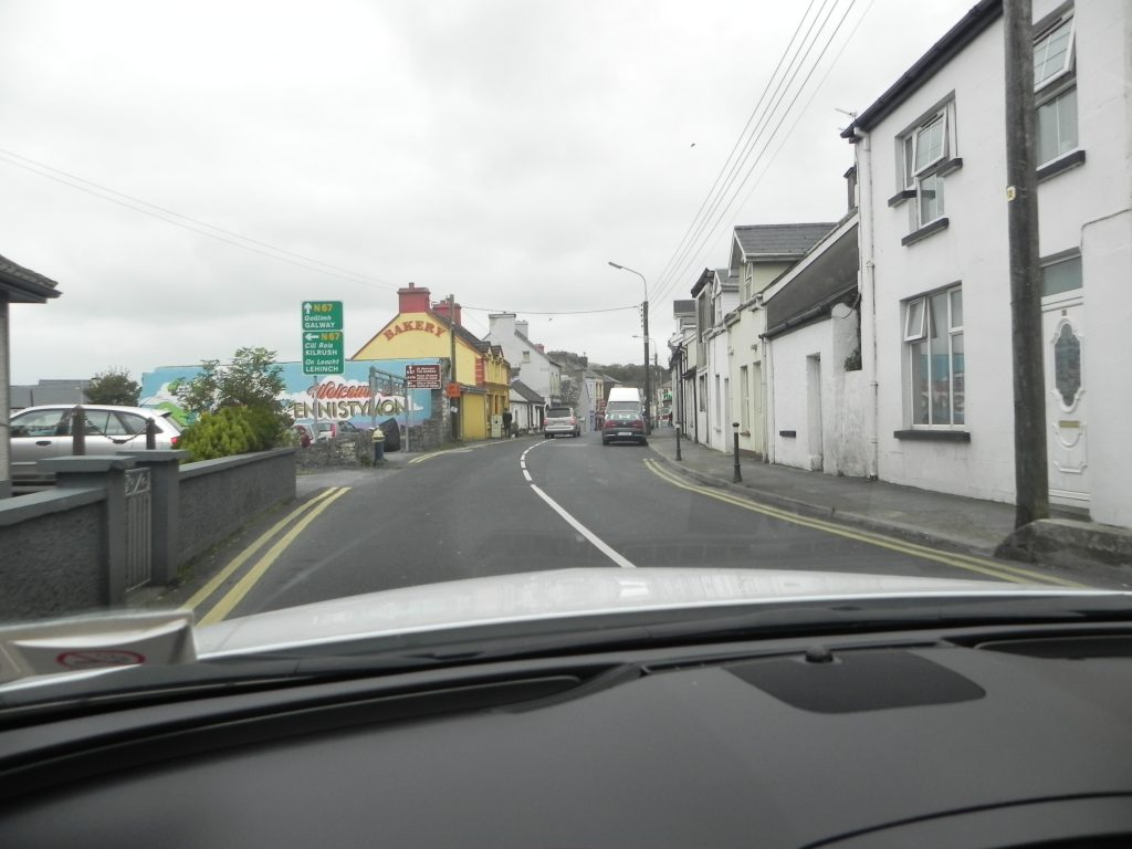 Driving-aournd-in-Ireland
