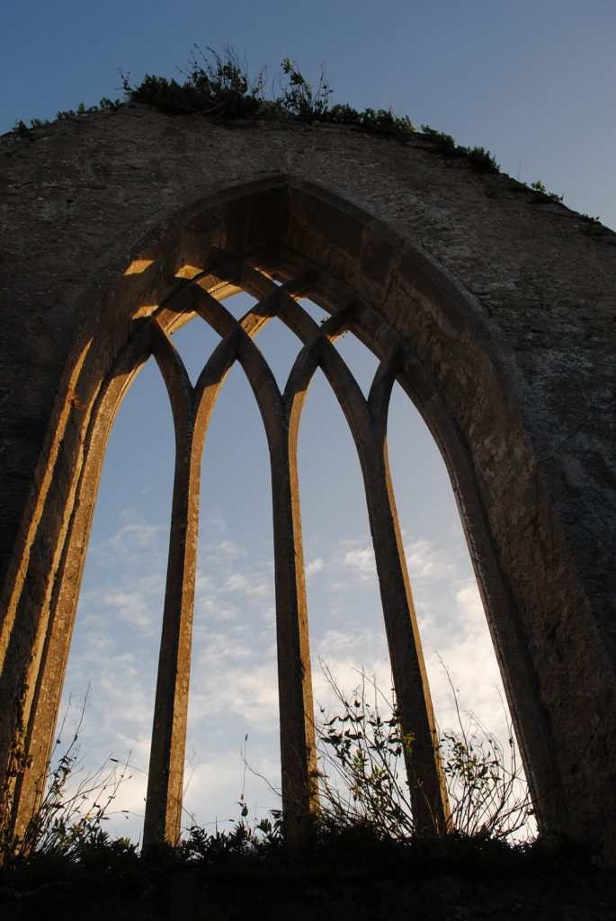 Ireland-Abbey-Church-Ruins-on-a-golfcourse-on-the-way-to-Limerick-11