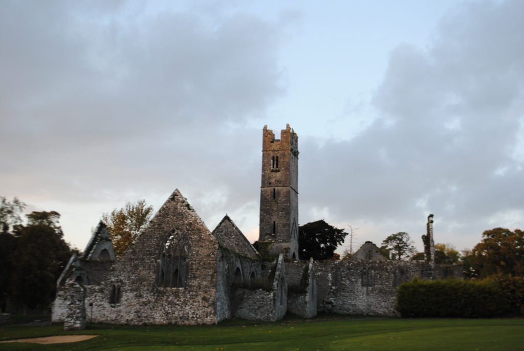 Ireland-Abbey-Church-Ruins-on-a-golfcourse-on-the-way-to-Limerick-27