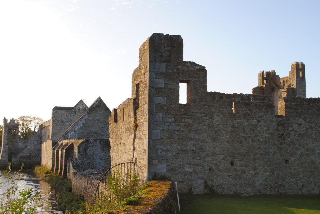 Ireland-Abbey-Church-Ruins-on-a-golfcourse-on-the-way-to-Limerick-42